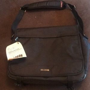 Other - NWT 17.3 inch organized messenger bag